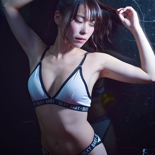【塚田綾佳エロ画像】萌えを意識した衣装や紐が切れそうなビキニ姿がエロいけどグラドルじゃなかったw 09
