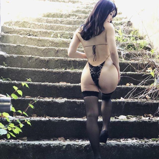 【塚田綾佳エロ画像】萌えを意識した衣装や紐が切れそうなビキニ姿がエロいけどグラドルじゃなかったw 25