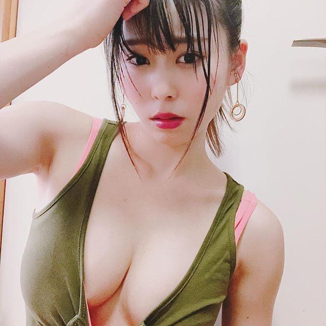 【塚田綾佳エロ画像】萌えを意識した衣装や紐が切れそうなビキニ姿がエロいけどグラドルじゃなかったw 34