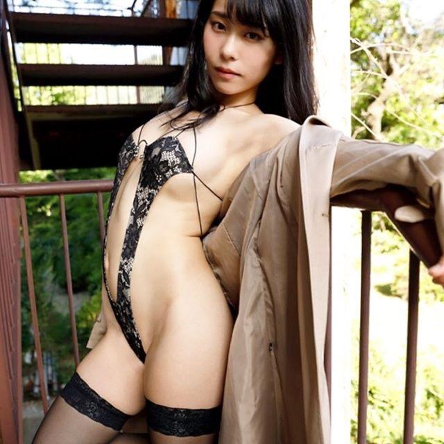 【塚田綾佳エロ画像】萌えを意識した衣装や紐が切れそうなビキニ姿がエロいけどグラドルじゃなかったw 38