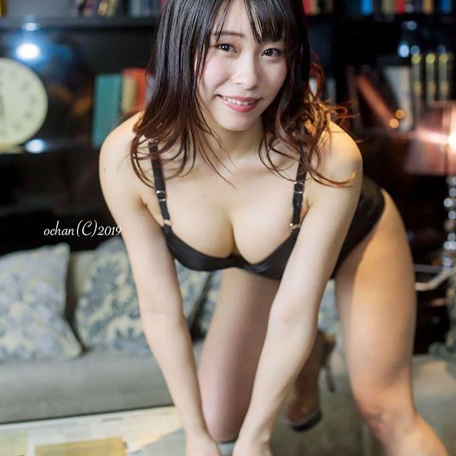 【塚田綾佳エロ画像】萌えを意識した衣装や紐が切れそうなビキニ姿がエロいけどグラドルじゃなかったw 39
