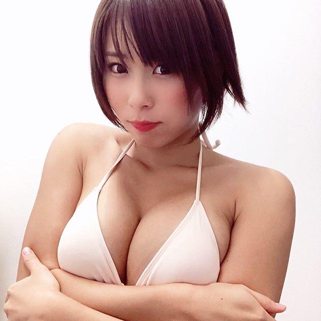 【塚田綾佳エロ画像】萌えを意識した衣装や紐が切れそうなビキニ姿がエロいけどグラドルじゃなかったw 78