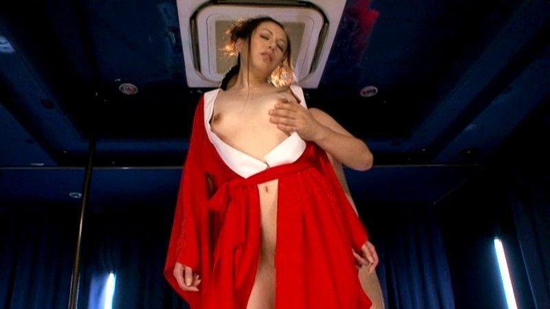 【アダルトの日】ストリップショーでオマンコおっぴろげて客とセックスまでしちゃってるエロ画像 34