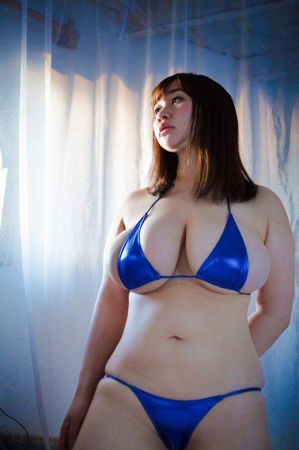 【来栖あこグラビア画像】衣装に収まりきれずにポロンと飛び出しそうな爆乳おっぱい! 35