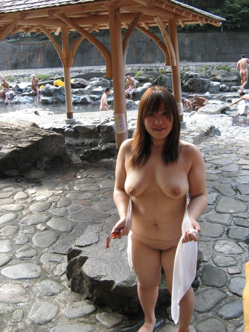 【混浴温泉エロ画像】寒くなると温泉行きたくなるけどどうせなら女連れで熱くなりたいわw 07
