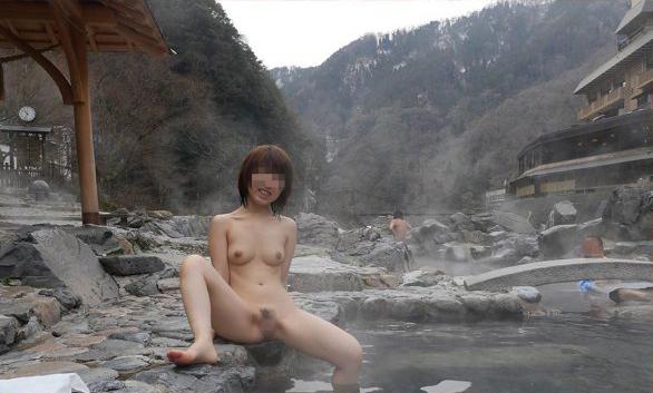 【混浴温泉エロ画像】寒くなると温泉行きたくなるけどどうせなら女連れで熱くなりたいわw 12