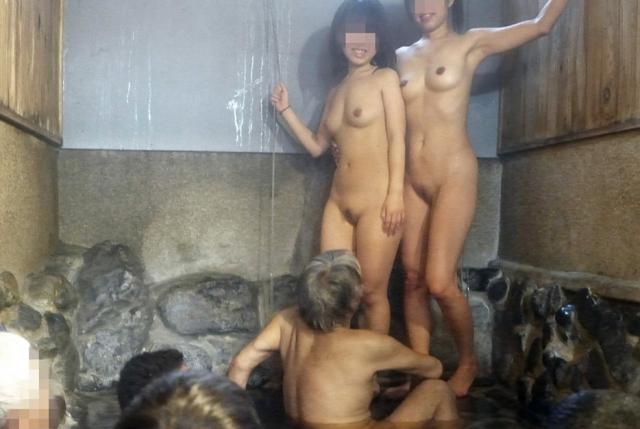 【混浴温泉エロ画像】寒くなると温泉行きたくなるけどどうせなら女連れで熱くなりたいわw 30