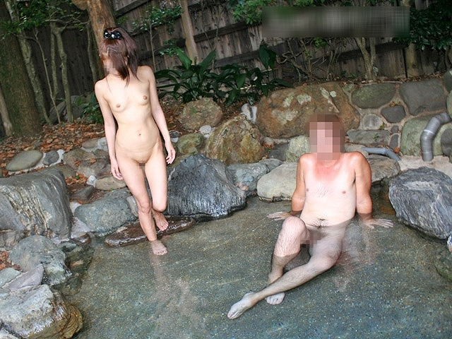 【混浴温泉エロ画像】寒くなると温泉行きたくなるけどどうせなら女連れで熱くなりたいわw 32
