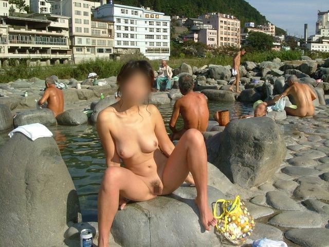【混浴温泉エロ画像】寒くなると温泉行きたくなるけどどうせなら女連れで熱くなりたいわw 34