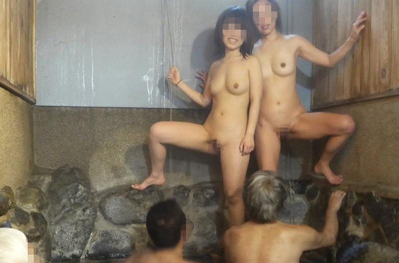 【混浴温泉エロ画像】寒くなると温泉行きたくなるけどどうせなら女連れで熱くなりたいわw 48