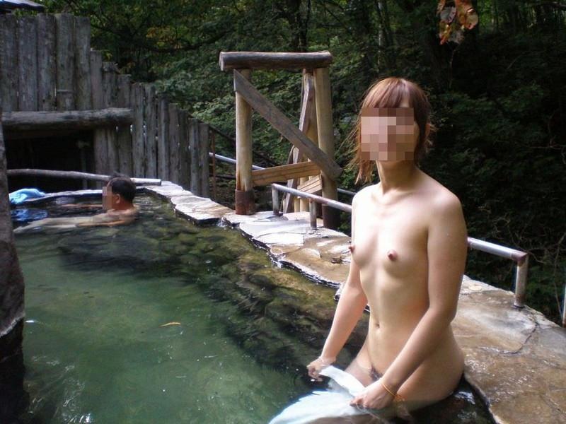 【混浴温泉エロ画像】寒くなると温泉行きたくなるけどどうせなら女連れで熱くなりたいわw 58