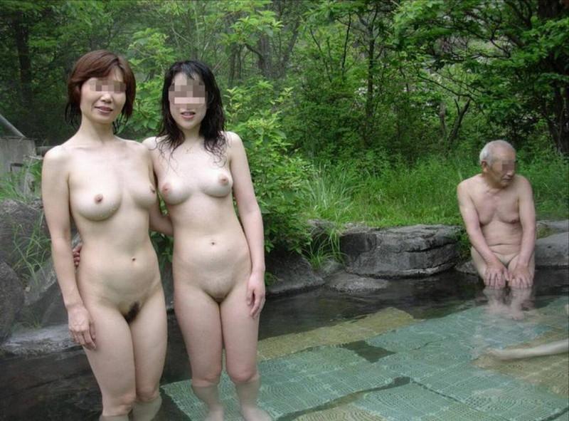 【混浴温泉エロ画像】寒くなると温泉行きたくなるけどどうせなら女連れで熱くなりたいわw 70
