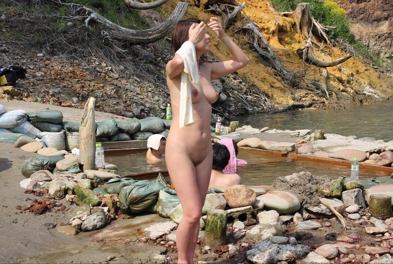 【混浴温泉エロ画像】寒くなると温泉行きたくなるけどどうせなら女連れで熱くなりたいわw 76