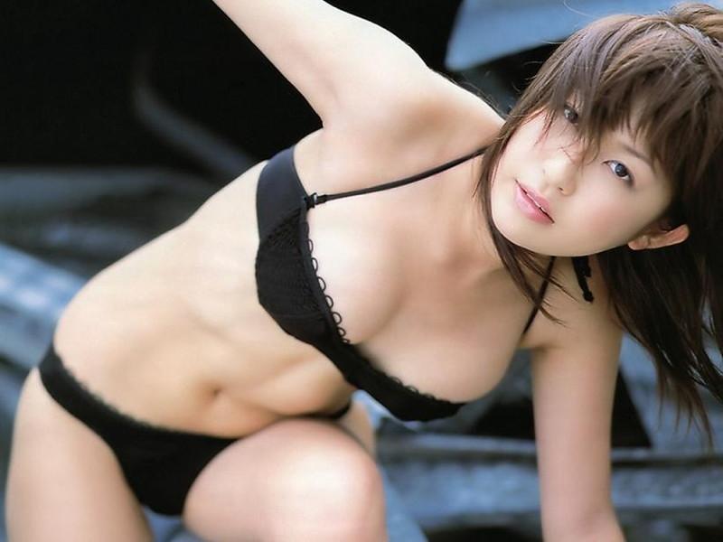 【小野真弓グラビア画像】はじめてのアコムで注目されたタレントのビキニグラビアを集めてみたw