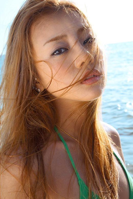 【あびる優グラビア画像】おはガールとして活躍していたタレントのセクシー写真を集めてみたw 34