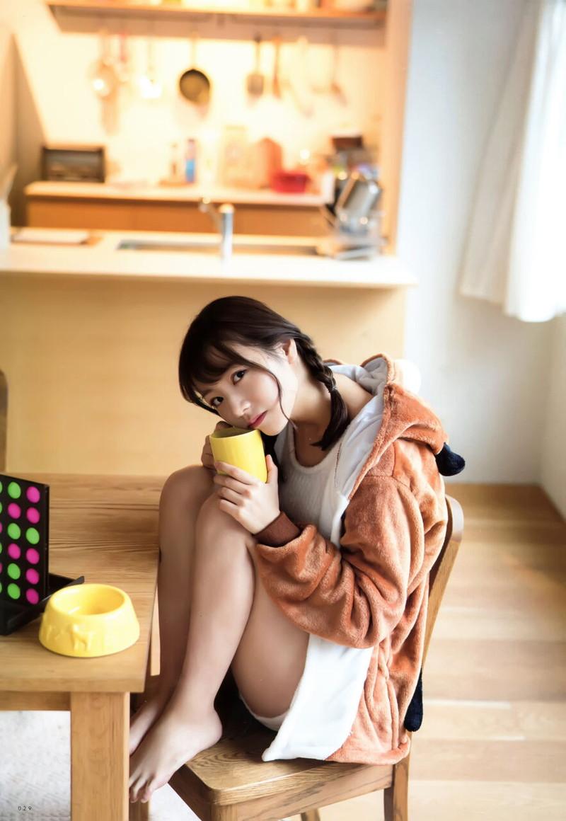 【乃木坂46エロ画像】ママと呼ばれてるアイドルグループの可愛くてちょっとエッチなグラビア写真 37