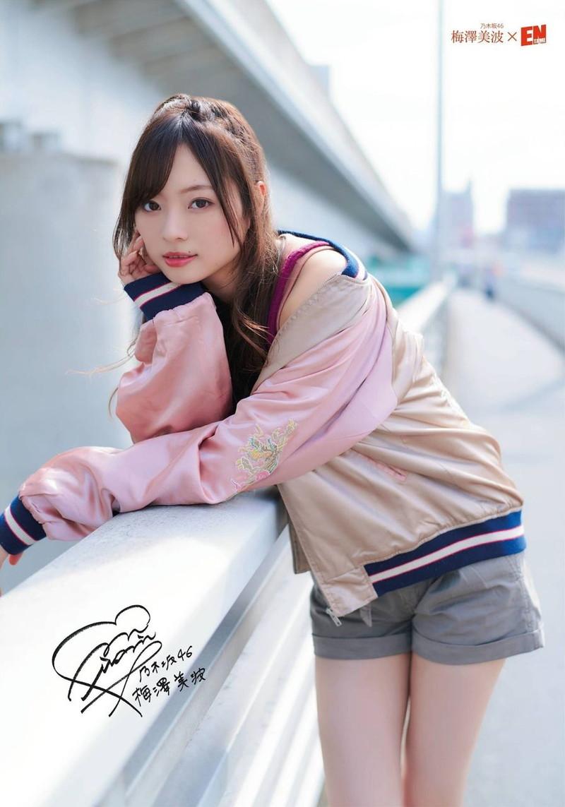 【乃木坂46エロ画像】ママと呼ばれてるアイドルグループの可愛くてちょっとエッチなグラビア写真 46