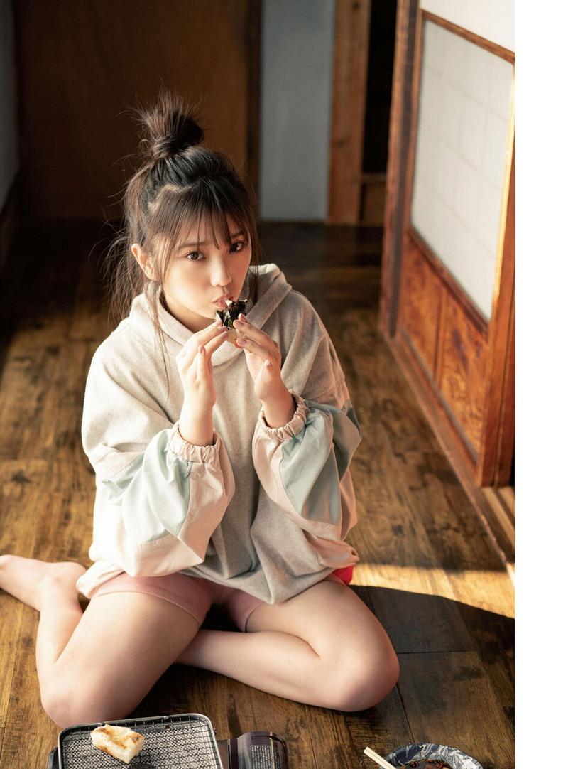 【乃木坂46エロ画像】ママと呼ばれてるアイドルグループの可愛くてちょっとエッチなグラビア写真 75