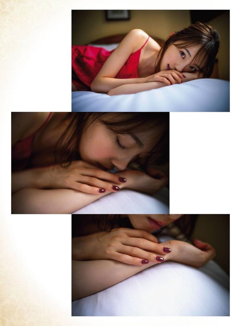 【乃木坂46エロ画像】ママと呼ばれてるアイドルグループの可愛くてちょっとエッチなグラビア写真 76