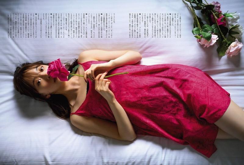 【乃木坂46エロ画像】ママと呼ばれてるアイドルグループの可愛くてちょっとエッチなグラビア写真 95
