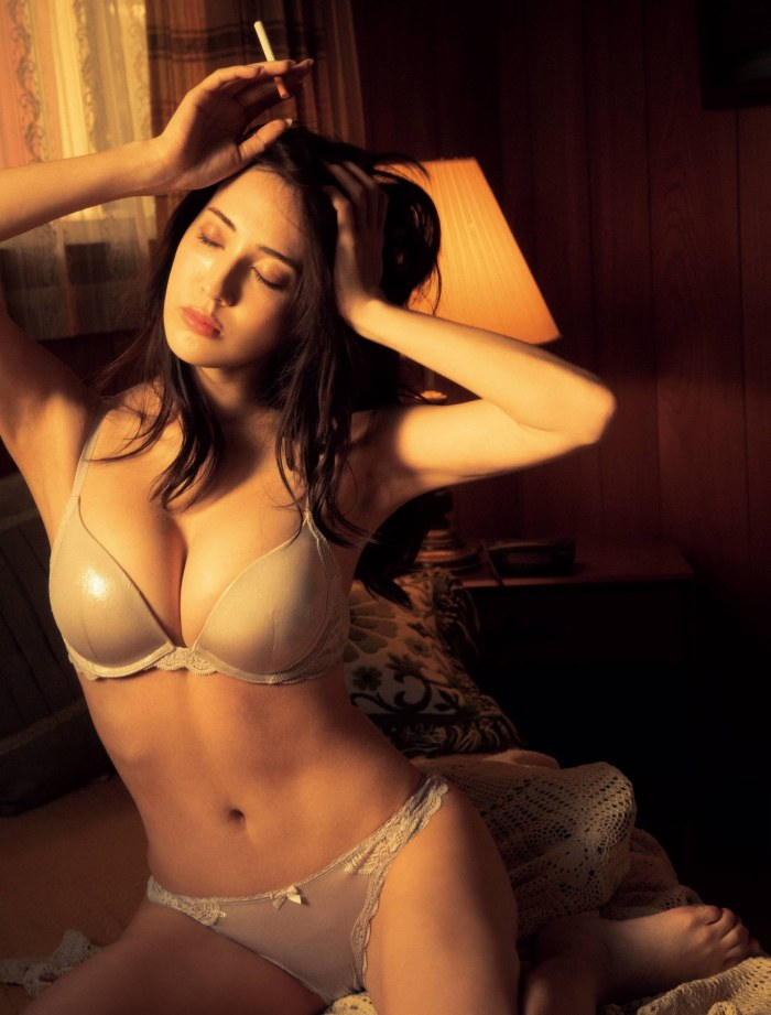 【朝比パメラグラビア画像】ニューヨーク産まれのハーフ美人が魅せるランジェリー姿がマジエロいw 34