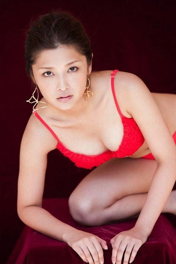 【石川梨華グラビア画像】元モーニング娘。4期メンバーが披露したグラドルにも負けないビキニ姿 15