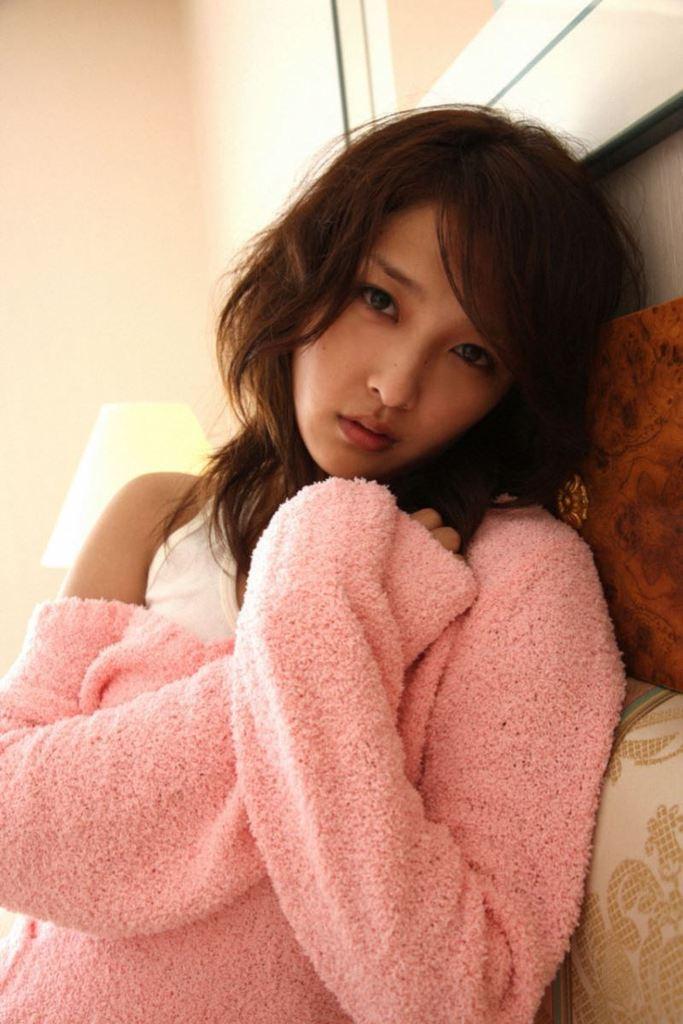 【石川梨華グラビア画像】元モーニング娘。4期メンバーが披露したグラドルにも負けないビキニ姿 20