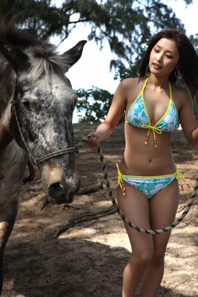【石川梨華グラビア画像】元モーニング娘。4期メンバーが披露したグラドルにも負けないビキニ姿 30