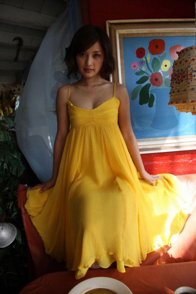 【石川梨華グラビア画像】元モーニング娘。4期メンバーが披露したグラドルにも負けないビキニ姿 32