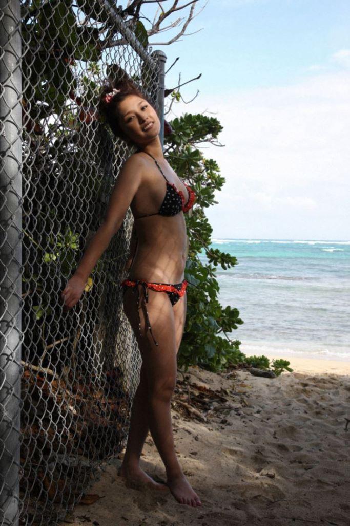 【石川梨華グラビア画像】元モーニング娘。4期メンバーが披露したグラドルにも負けないビキニ姿 36
