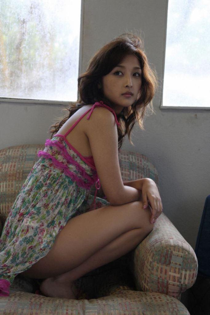 【石川梨華グラビア画像】元モーニング娘。4期メンバーが披露したグラドルにも負けないビキニ姿 43