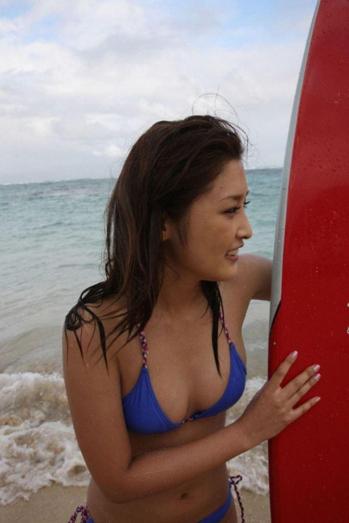 【石川梨華グラビア画像】元モーニング娘。4期メンバーが披露したグラドルにも負けないビキニ姿 46