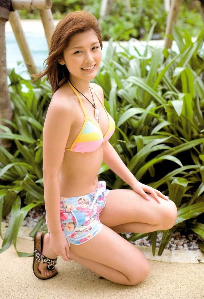 【石川梨華グラビア画像】元モーニング娘。4期メンバーが披露したグラドルにも負けないビキニ姿 49