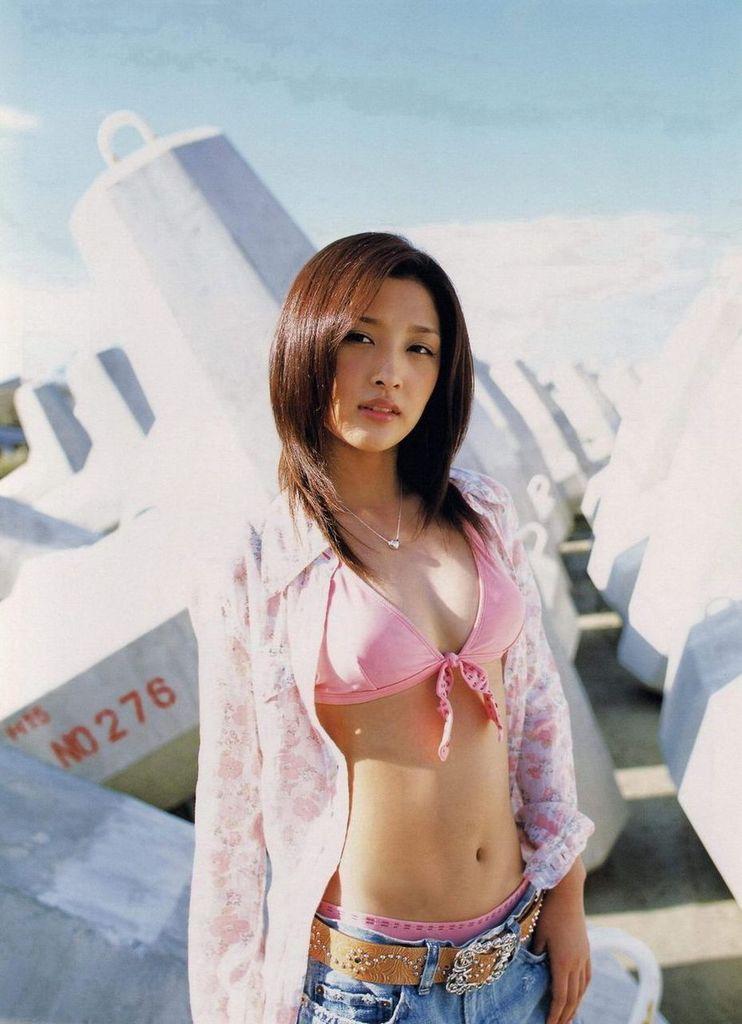【石川梨華グラビア画像】元モーニング娘。4期メンバーが披露したグラドルにも負けないビキニ姿 60