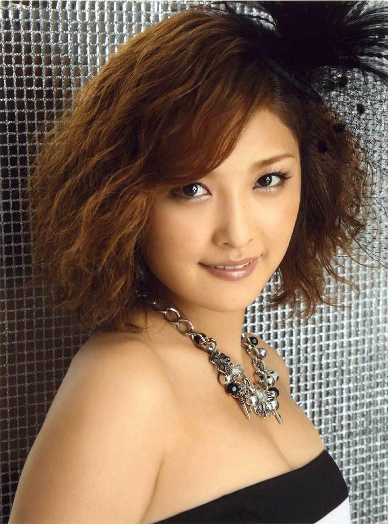 【石川梨華グラビア画像】元モーニング娘。4期メンバーが披露したグラドルにも負けないビキニ姿 63