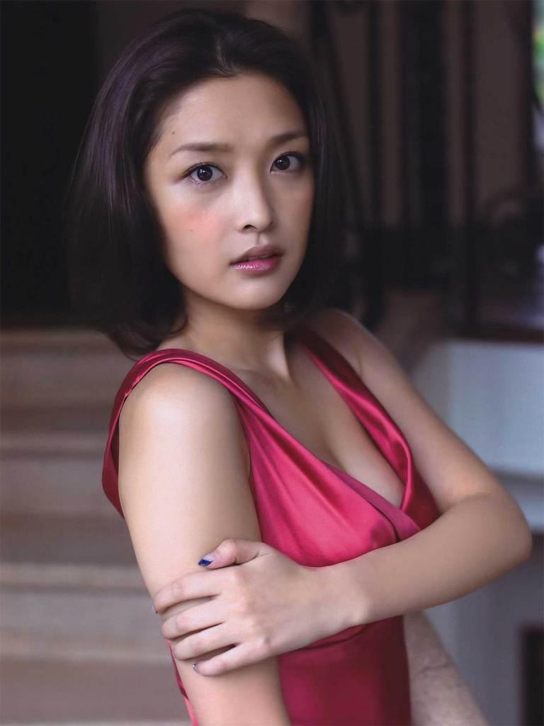 【石川梨華グラビア画像】元モーニング娘。4期メンバーが披露したグラドルにも負けないビキニ姿 66