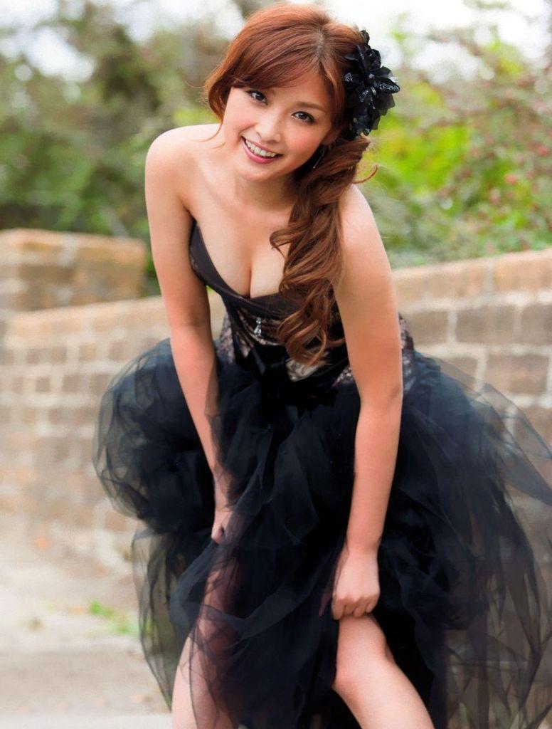 【石川梨華グラビア画像】元モーニング娘。4期メンバーが披露したグラドルにも負けないビキニ姿 72