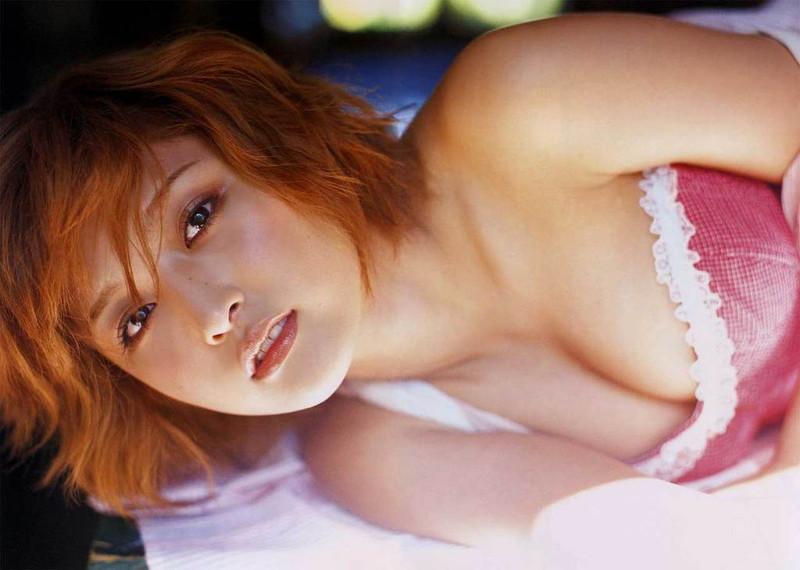 【石川梨華グラビア画像】元モーニング娘。4期メンバーが披露したグラドルにも負けないビキニ姿 79