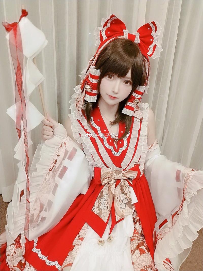 【コスプレエロ画像】中国出身コスプレイヤー凛子が扮する美少女キャラが美し過ぎたwwww 64