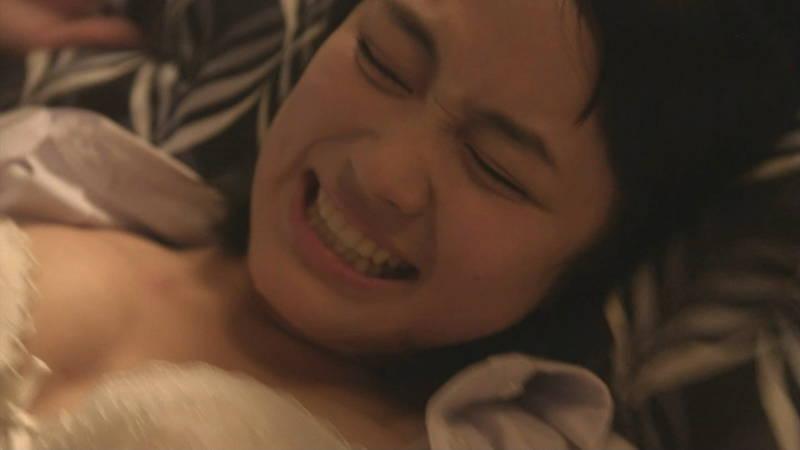 【JKキャプ画像】深夜ドラマでイケメンにパンティー脱がされて愛撫されるJKがエロいwww 09