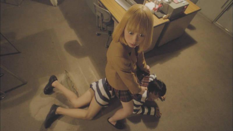 【生脱ぎキャプ画像】某ドラマに期待するのは制服娘によるパンティーの生脱ぎだけwww 16