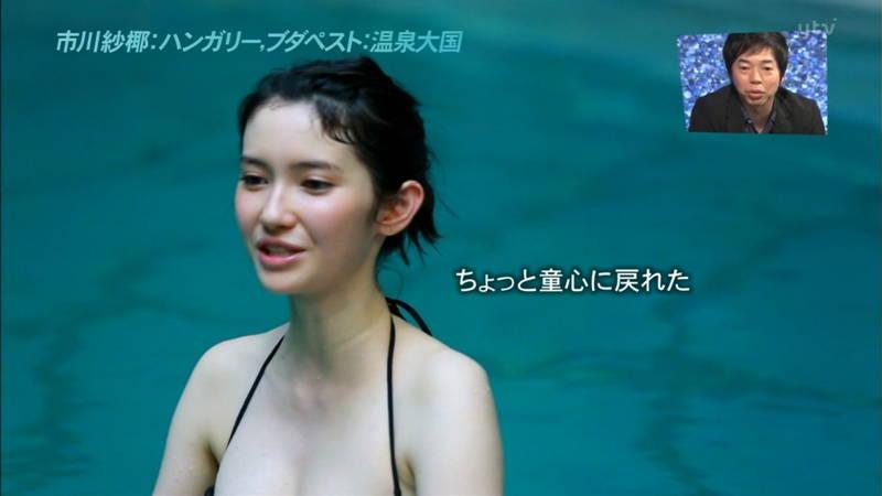 【市川紗椰キャプ画像】そんな緩い胸元の水着でプールに入って大丈夫か?大丈夫じゃない、見えそうだ。 03