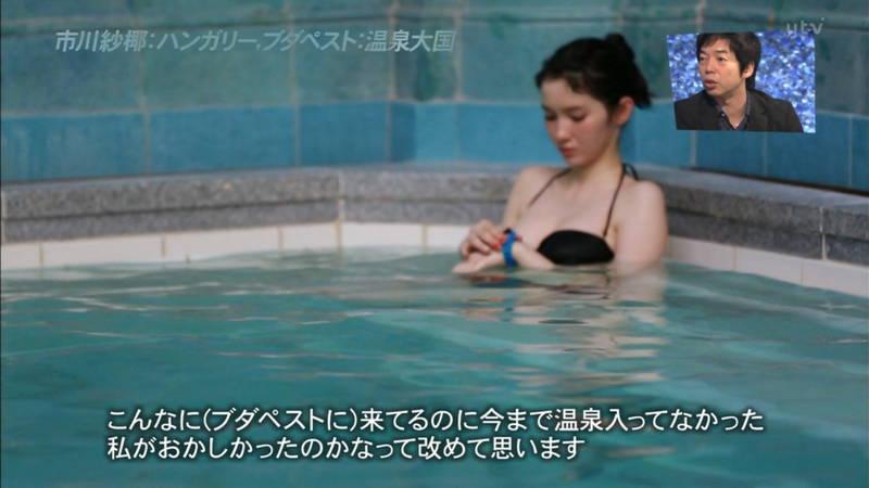 【市川紗椰キャプ画像】そんな緩い胸元の水着でプールに入って大丈夫か?大丈夫じゃない、見えそうだ。 05