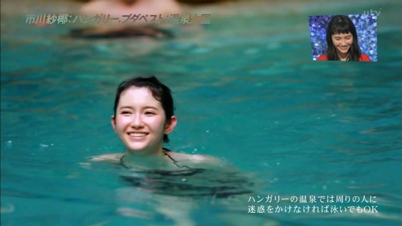 【市川紗椰キャプ画像】そんな緩い胸元の水着でプールに入って大丈夫か?大丈夫じゃない、見えそうだ。 09