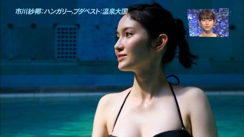 【市川紗椰キャプ画像】そんな緩い胸元の水着でプールに入って大丈夫か?大丈夫じゃない、見えそうだ。 16