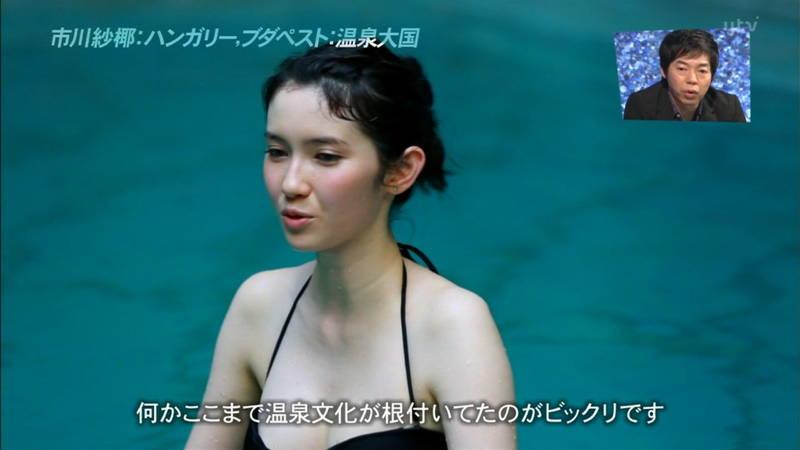 【市川紗椰キャプ画像】そんな緩い胸元の水着でプールに入って大丈夫か?大丈夫じゃない、見えそうだ。 17