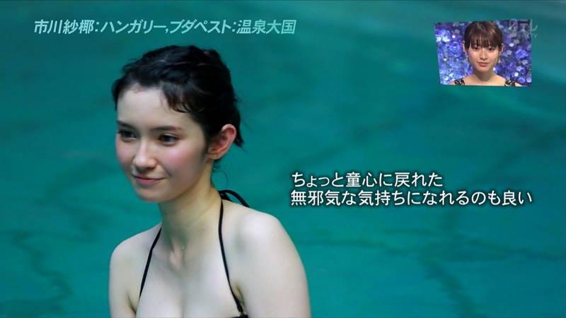 【市川紗椰キャプ画像】そんな緩い胸元の水着でプールに入って大丈夫か?大丈夫じゃない、見えそうだ。 18