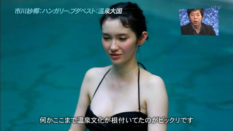 【市川紗椰キャプ画像】そんな緩い胸元の水着でプールに入って大丈夫か?大丈夫じゃない、見えそうだ。 20