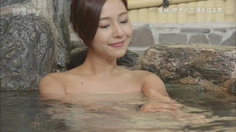 【石川理咲子キャプ画像】超美人でスタイルのいい女性の温泉入浴シーンはいいものだwww 14