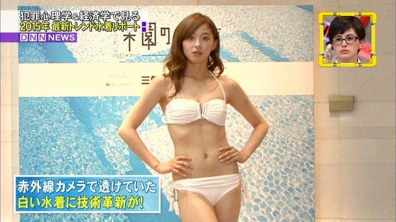 【朝比奈彩キャプ画像】トレンドの水着紹介なのに股間アップされる朝比奈彩ってwww 09
